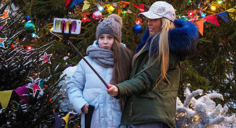 约6000名儿童参观在克里姆林宫的全俄新年枞树