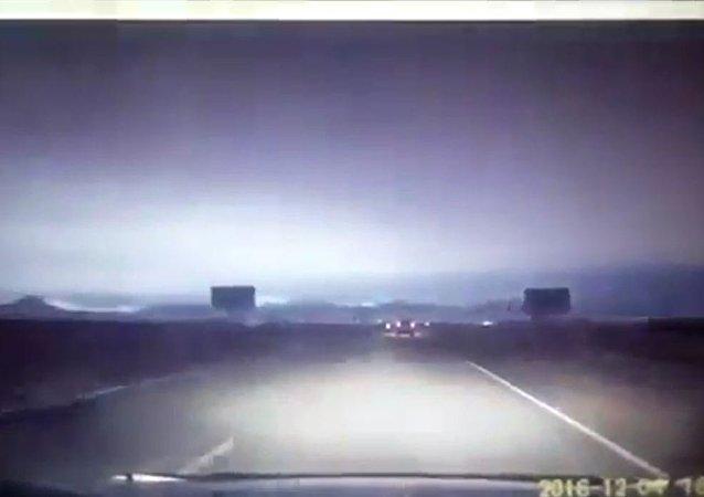 西伯利亚上空飞过一块明亮的陨石