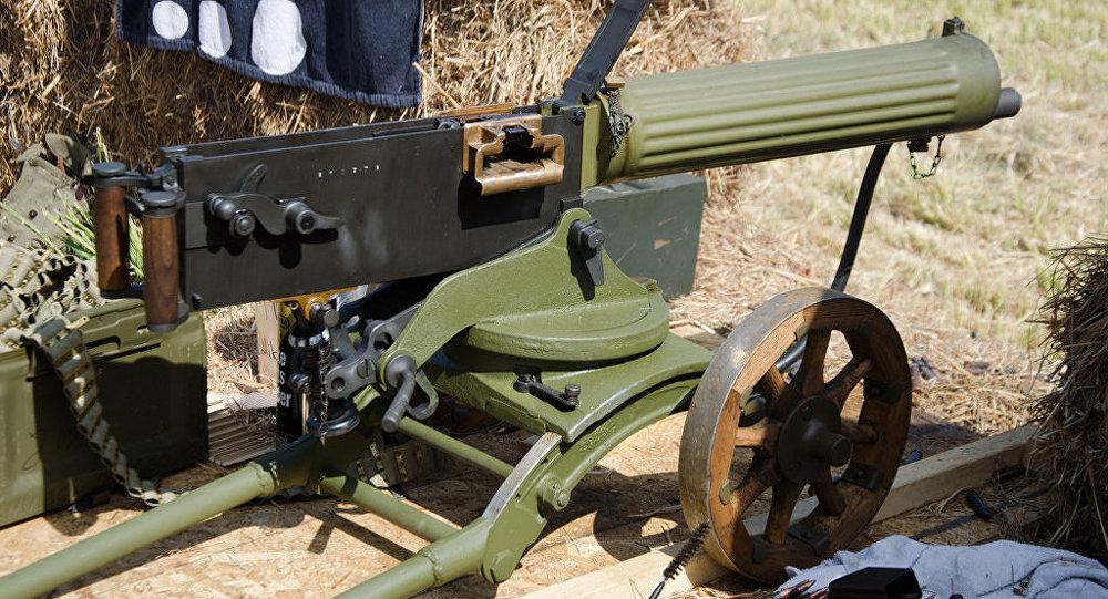 乌军在顿巴斯使用1910年式马克西姆重机枪