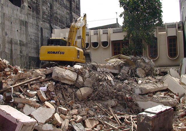 印尼地震迫使6.5万人离开家园