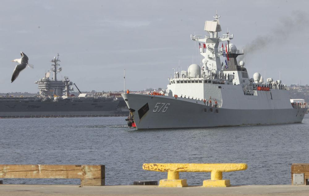 停靠在加利福尼亚州圣迭戈港的中国海军军舰