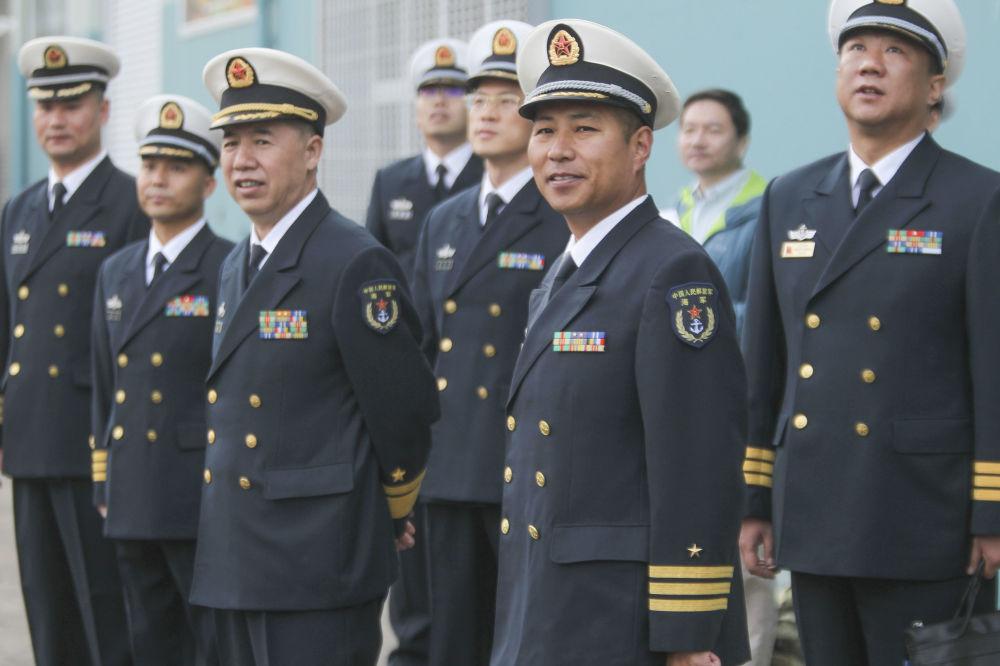 圣迭戈港的中美海军军官