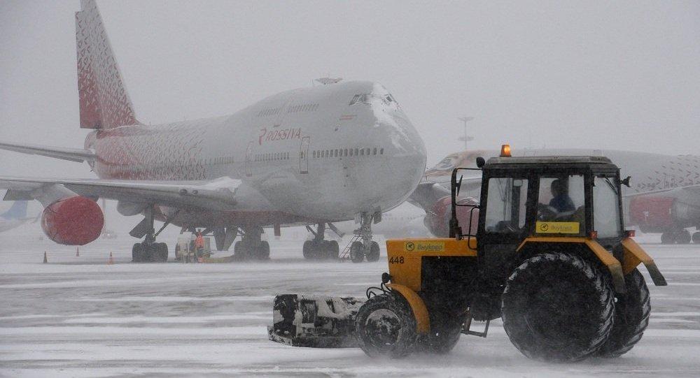 莫斯科大雪导致200多个航班延误