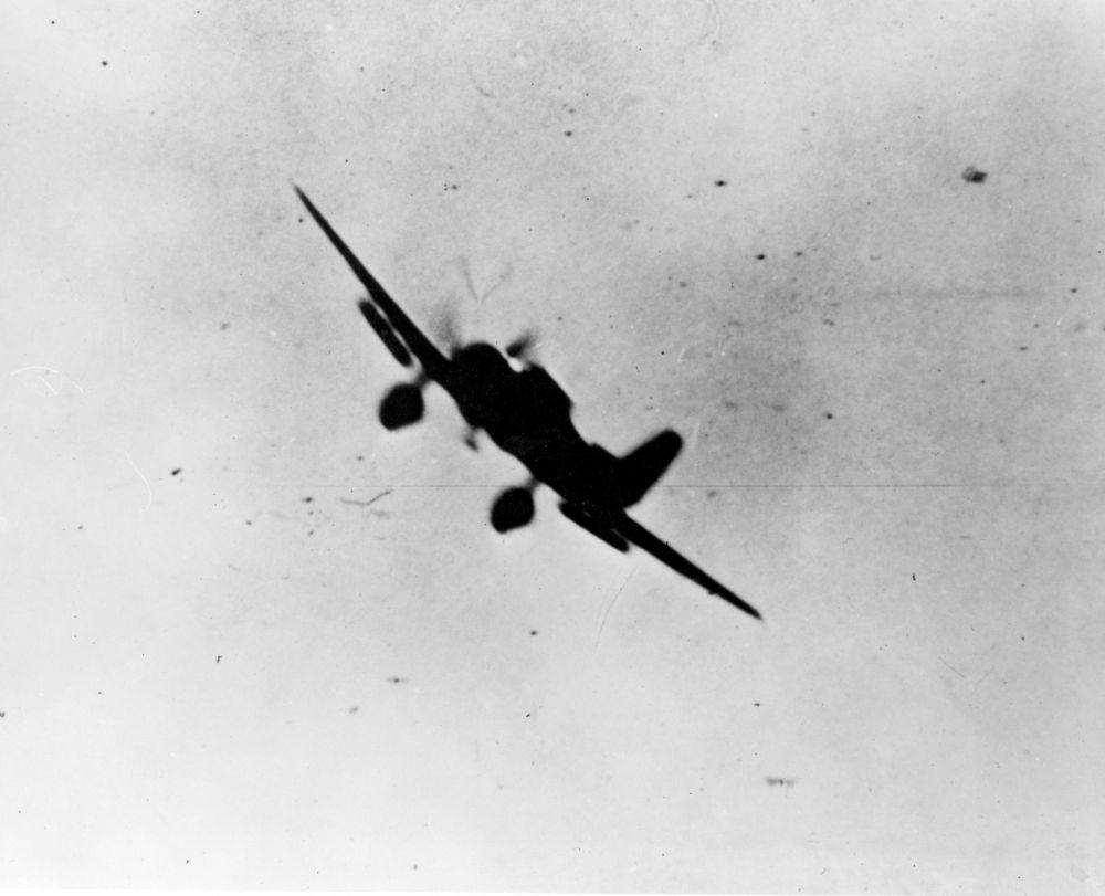 空袭中的日本99式舰载俯冲轰炸机