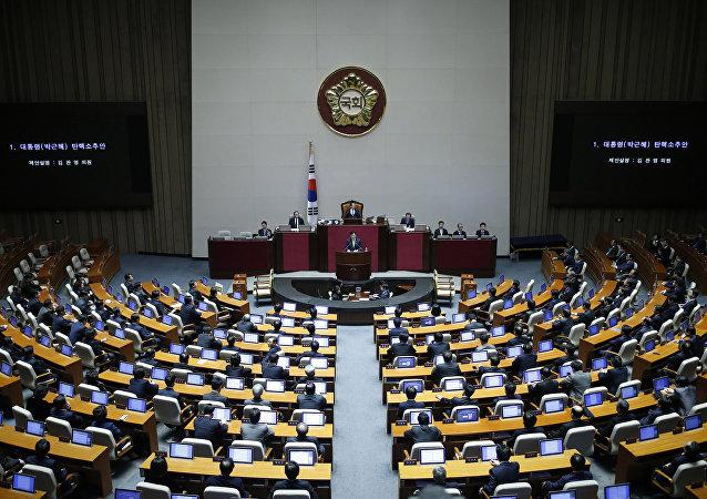 韩国执政党因腐败丑闻分裂