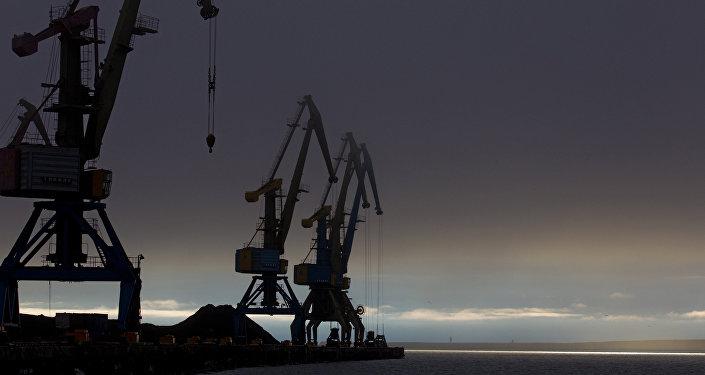 沿北方海路铺设通信电缆符合多国利益