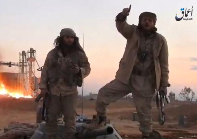 """伊拉克民兵指挥官:泰勒阿费尔市周边所有村庄都已被从""""达伊沙""""手中解放"""