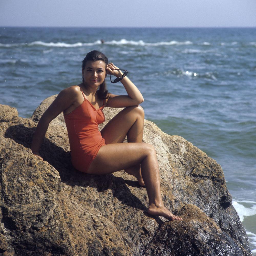 敖德萨海滩上的女孩,1971年。