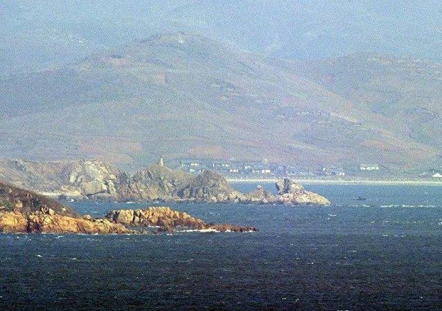 韩国海岸警卫队救起8名朝鲜渔民