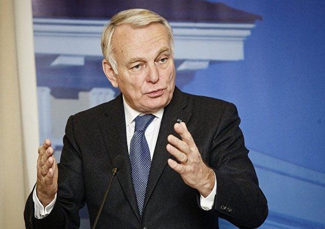 法国外长:法方高度重视一个中国原则