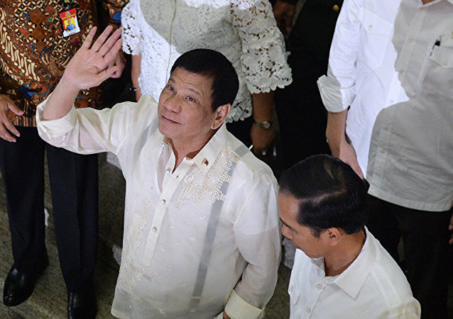 媒体:菲律宾总统威胁将腐败分子从直升机上扔出