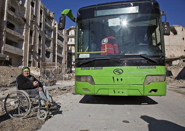 媒体:疏散剩余武装分子的客车已经抵达阿勒颇东部街区
