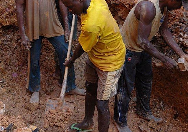 刚果(金)矿井坍塌导致至少20人丧生