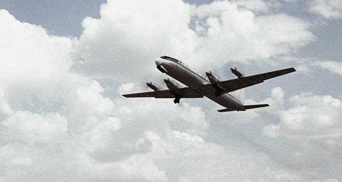 据俄罗斯国防部消息,在雅库特紧急迫降的伊尔-18客机上所有乘客和机组人员全部生还。 41
