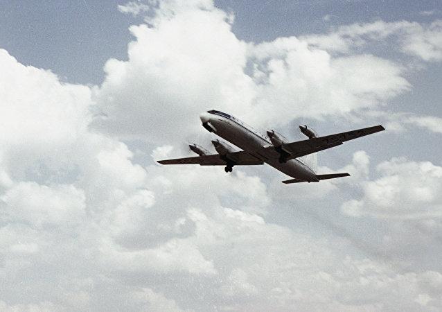 據俄羅斯國防部消息,在雅庫特緊急迫降的伊爾-18客機上所有乘客和機組人員全部生還。 41