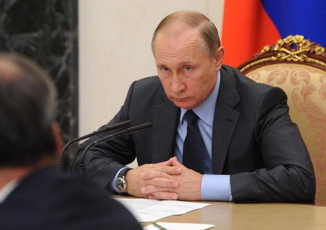 俄总统新闻秘书:不知普京是否参加2018年总统选举