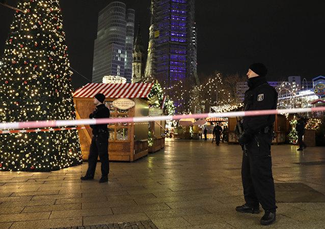 柏林警方:卡车当时故意冲向市场人群