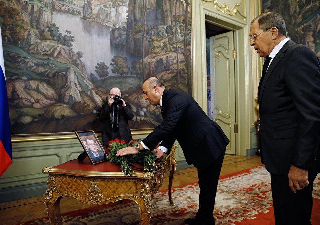俄土两国外长献花纪念遇害俄驻土大使
