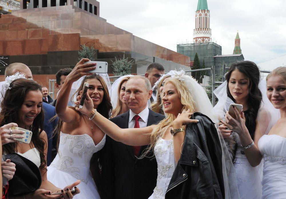 俄罗斯总统弗拉基米尔·普京在莫斯科红场