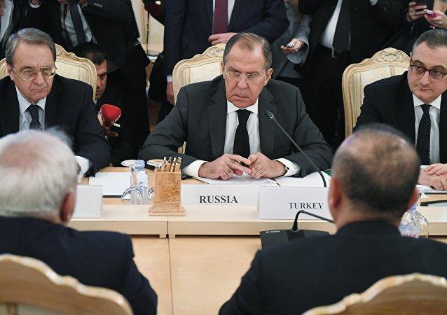 俄外长:俄罗斯、伊朗、土耳其准备为叙利亚政府和反对派制订协议