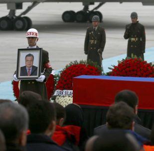 安卡拉機場舉行遇害俄羅斯大使安德烈·卡爾洛夫的遺體告別儀式。