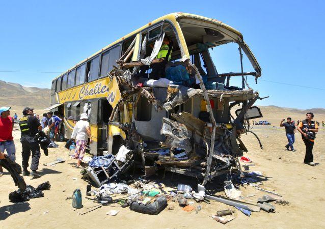 秘鲁大巴坠毁遇难人数升至12人 (资料图片)