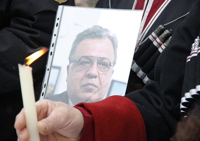 载有俄驻土耳其大使遗体的飞机在莫斯科降落