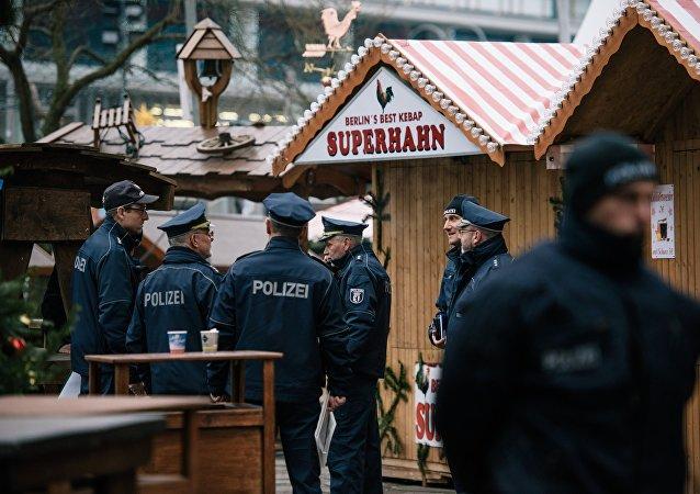 德内政部:柏林恐袭嫌疑人是情报部门已知的激进伊斯兰分子