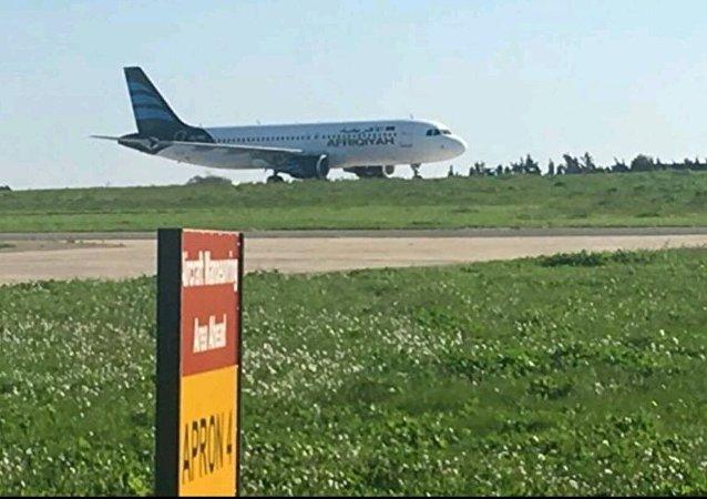 据媒体报道,可能遭到劫持的利比亚飞机机上有118人,飞机已在马耳他着陆