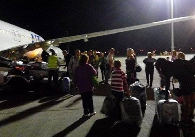 马耳他总理: 妇女和儿童最先撤离被劫利比亚客机