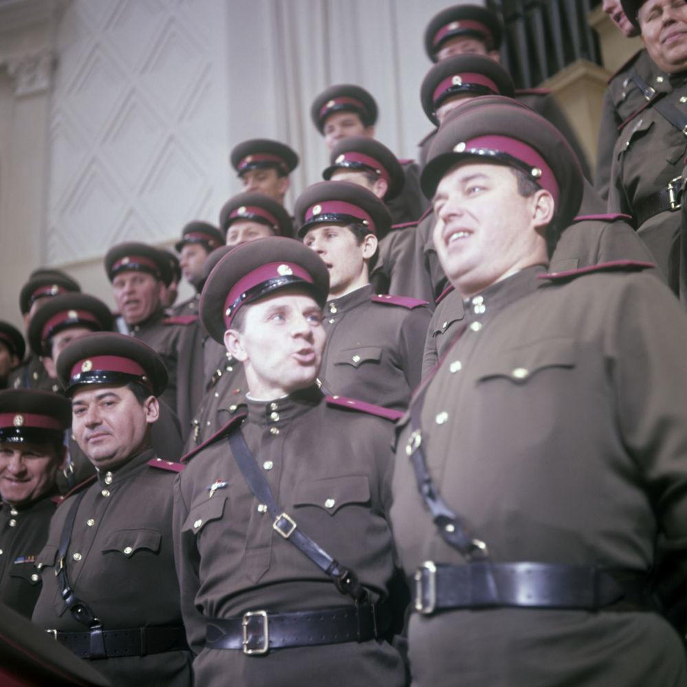 苏军亚历山德罗夫红旗歌舞团合唱团