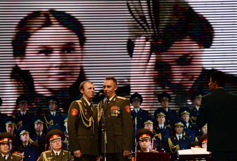 亚历山德罗夫红旗歌舞团在索契演出