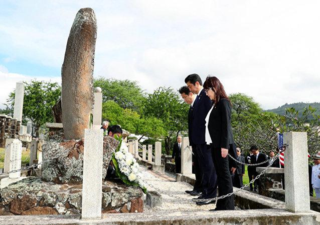 日本首相在夏威夷祭奠美国和日本牺牲者