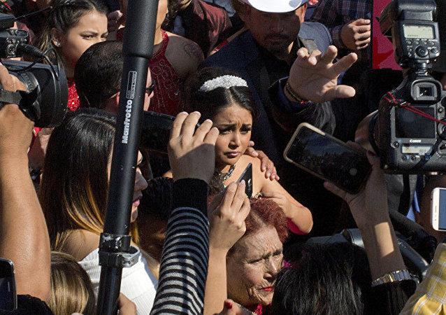 数千陌生人到场为墨西哥女孩庆生
