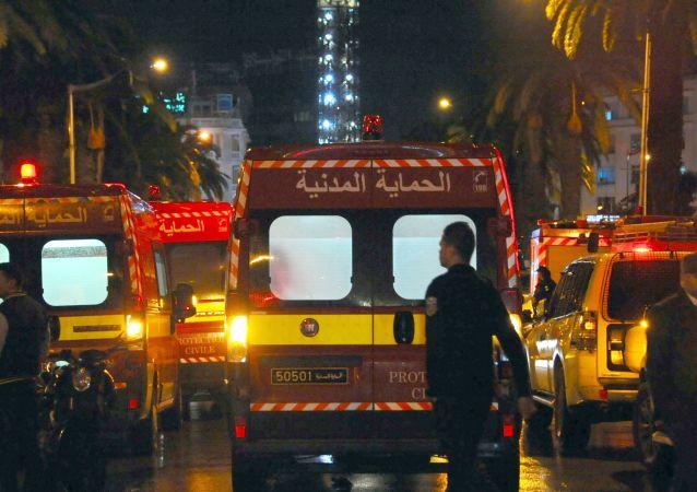 突尼斯火车和公交车相撞至少致5人死亡40多人受伤