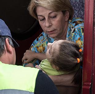 叙医院:叙利亚儿童得到丽莎医生想送给他们的物品