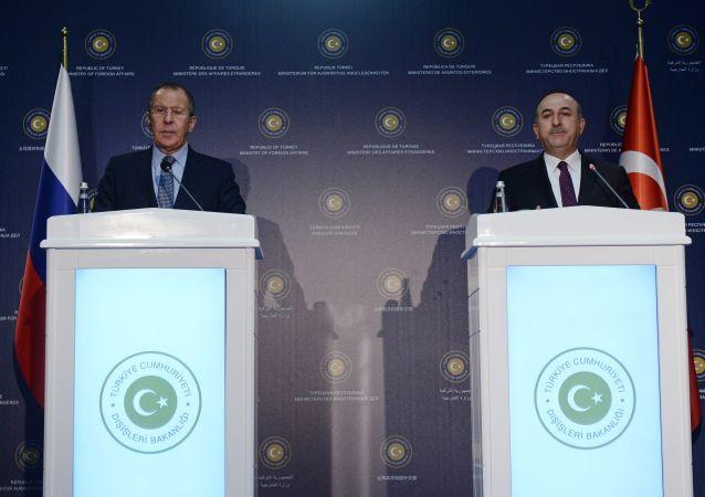 俄罗斯外长拉夫罗夫和土耳其外长恰武什奥卢