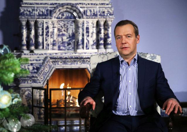 梅德韦杰夫祝贺俄罗斯人新年快乐