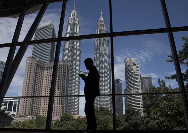 西亚的吉隆坡双子塔, 世界最高的双子大厦