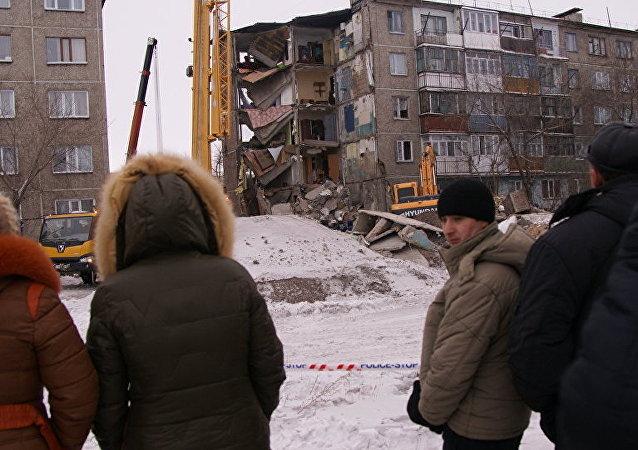 哈萨克斯坦倒塌房屋废墟下挖出9具遗体