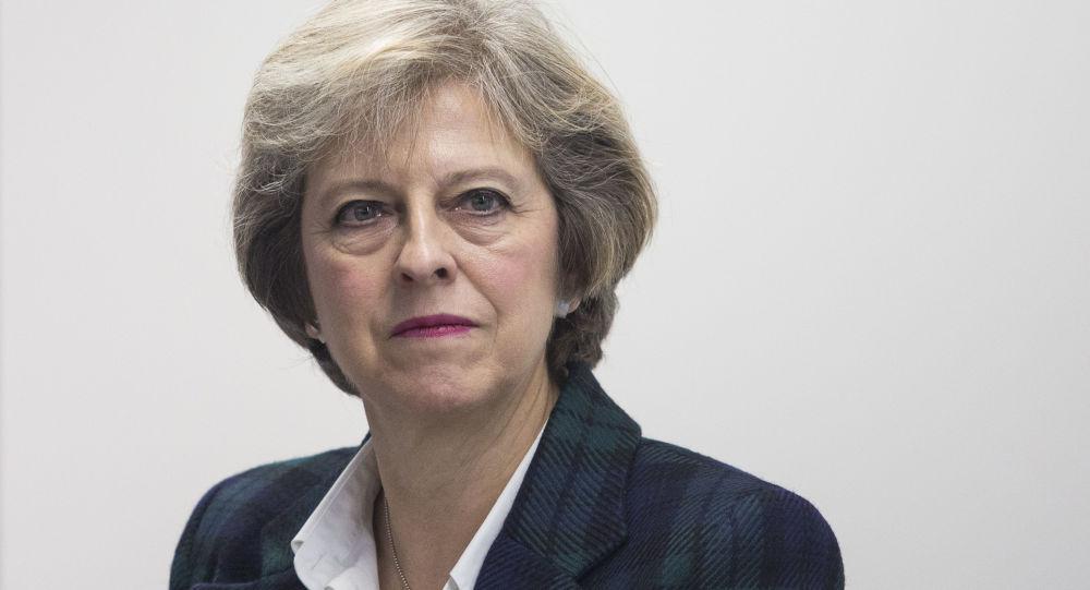 英首相:伦敦希望与俄罗斯有不同的富有成效的关系