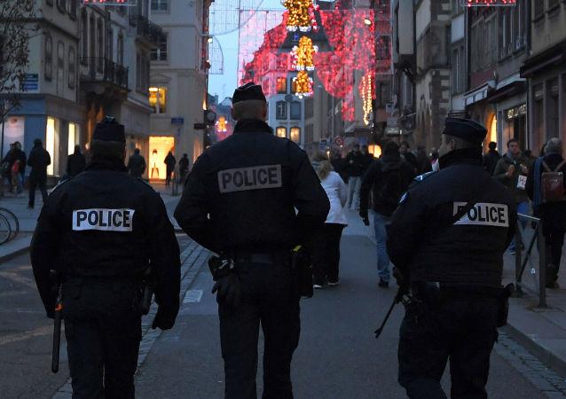 法国新年夜逾900辆汽车被烧毁或损坏