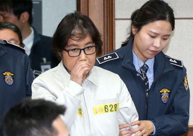 韩国总统闺蜜干政案首次开庭