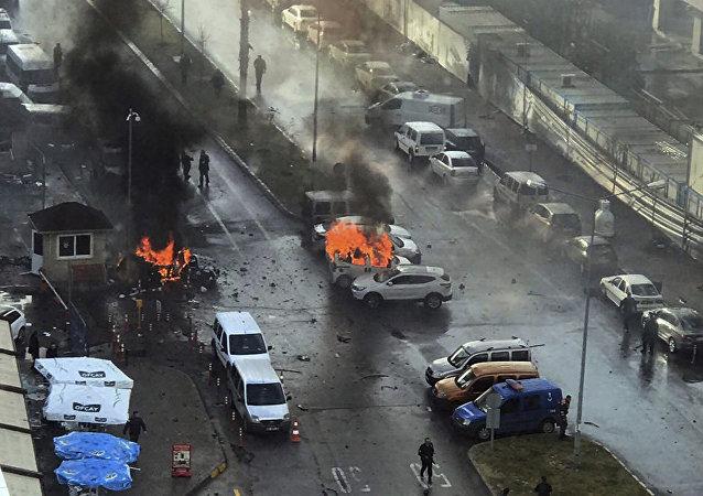 媒体:已击毙两名土耳其伊兹密尔爆炸事件实施者 正在搜捕第三名