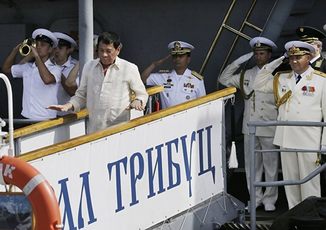 杜特尔特参观俄到访军舰