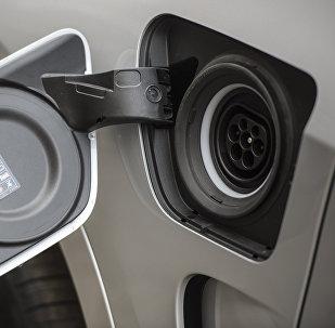 俄中投資基金投資中國電動汽車研發企業蔚來