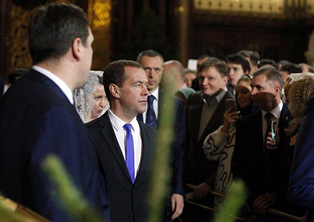 俄总理参加救世主大教堂举行的东正教圣诞节礼拜