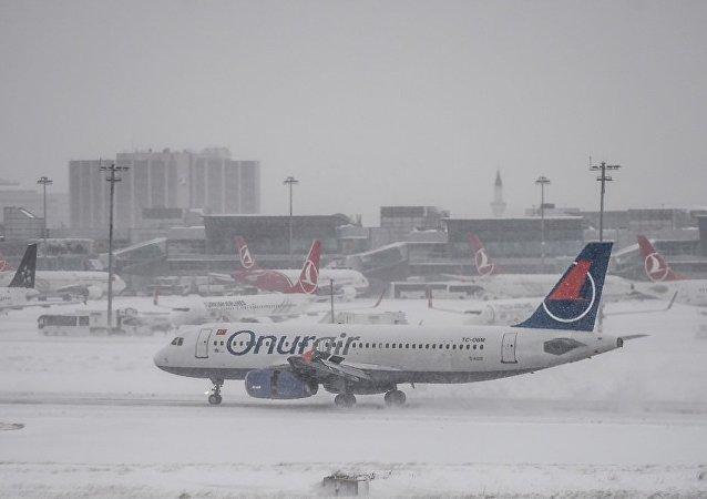 伊斯坦布尔机场470多架航班因降雪而取消