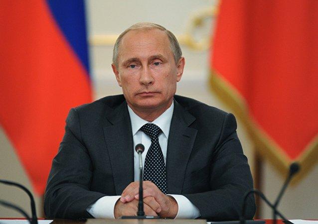 普京向杜马提交法案 规定代州长应会汇报收入信息