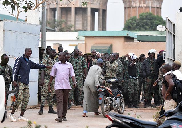 科特迪瓦军事叛乱后总统撤职军队总参谋长等要职人员